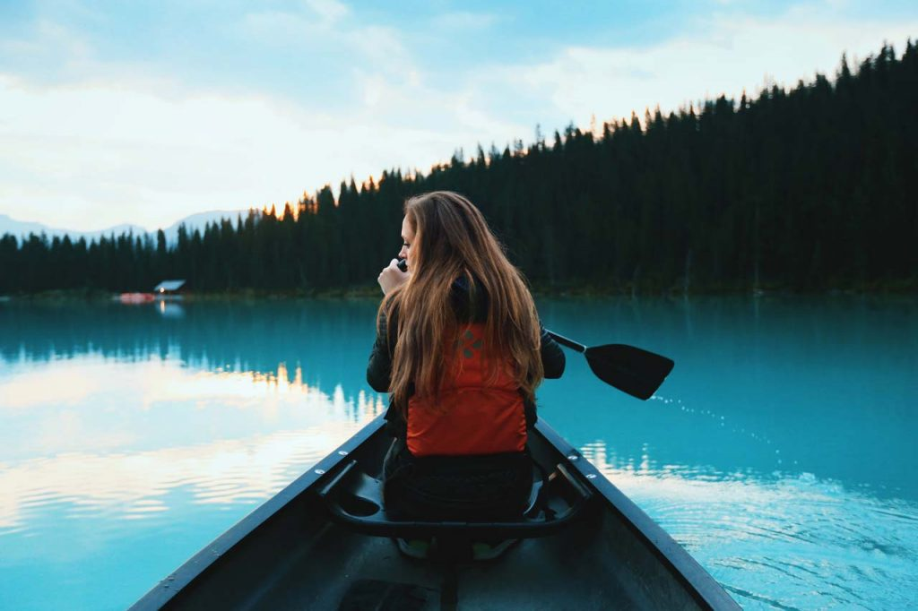 lady-on-canoe